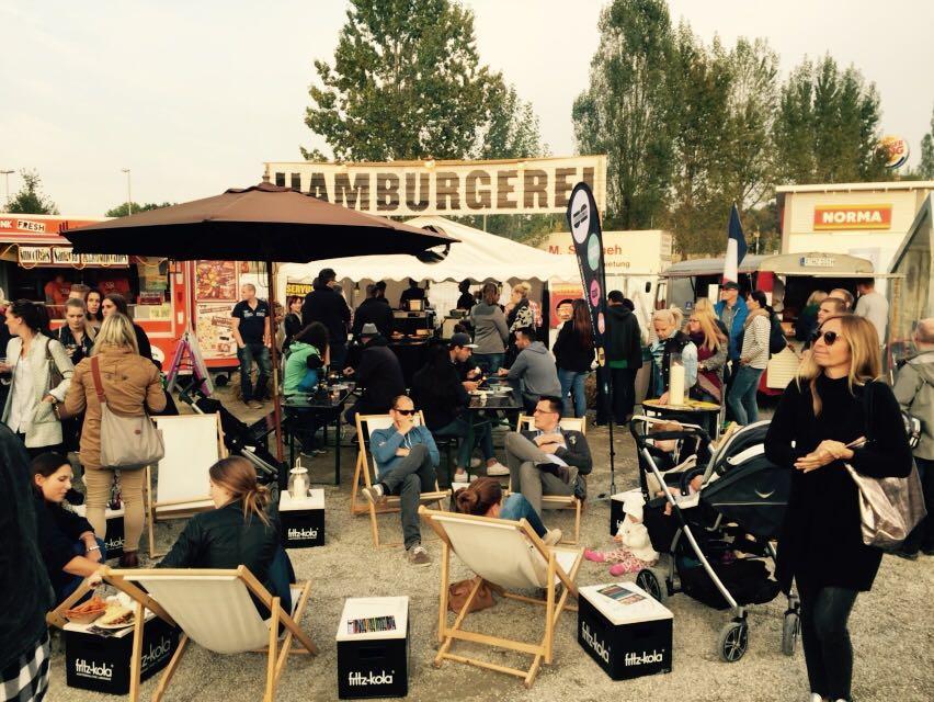 Catering Stand und Gaeste Hamburgerei