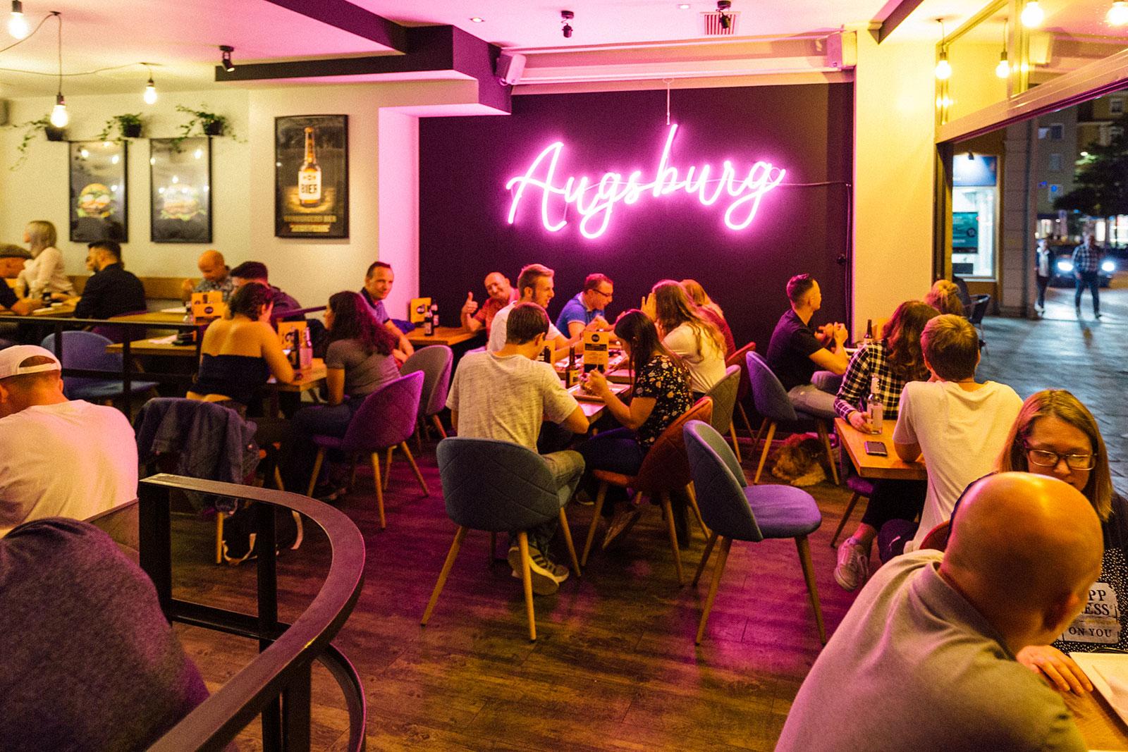 Hamburgerei Augsburg innen voll